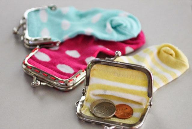 DIY กระเป๋าใส่เหรียญจากถุงเท้าคู่จิ๋ว